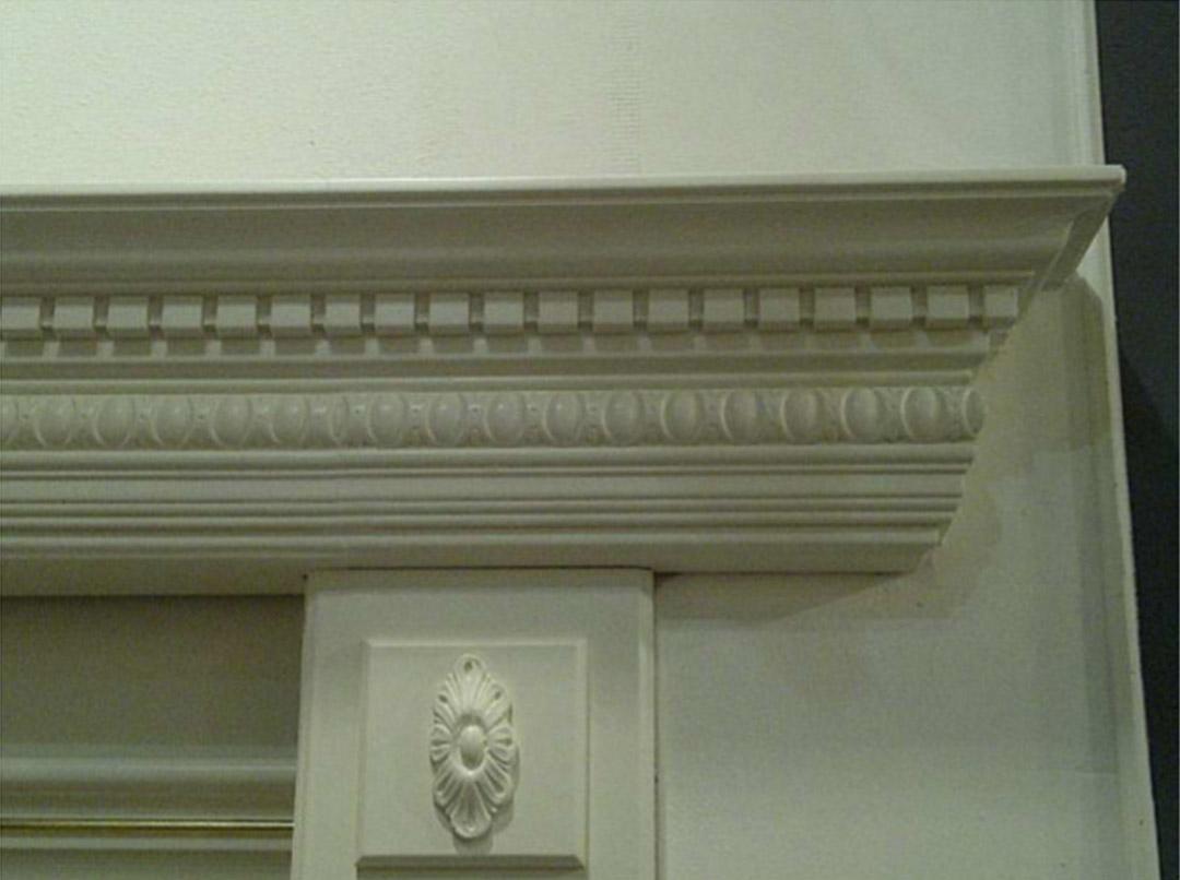 Crown moulding on a door ornamentation